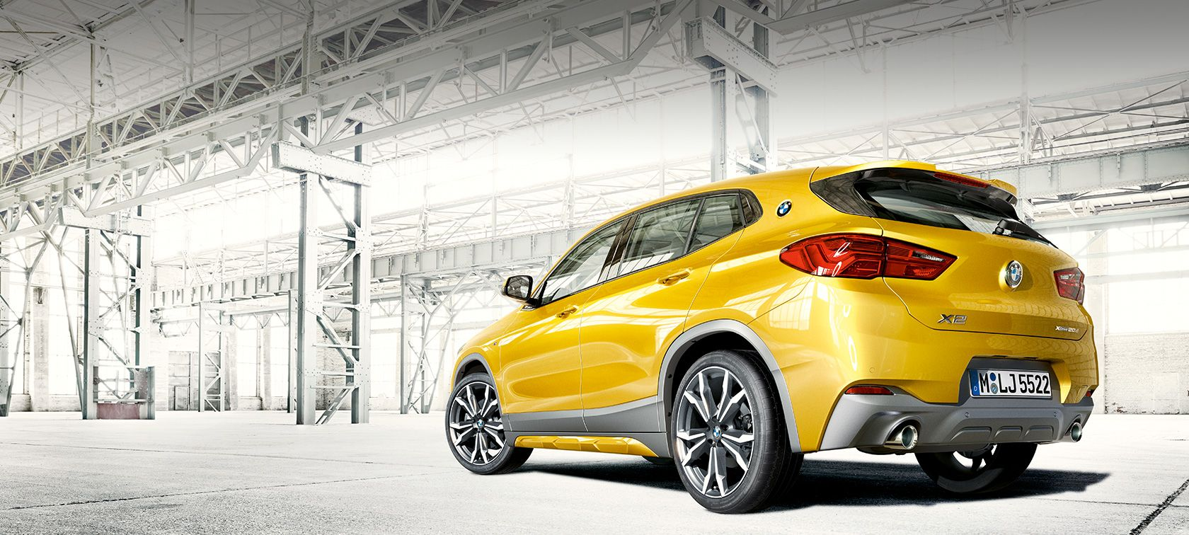 BMW X2 2018 F39 Galvanic Gold metallic set fra siden let drejet